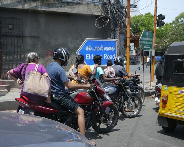 P1160477_ChennaiStreet_1000