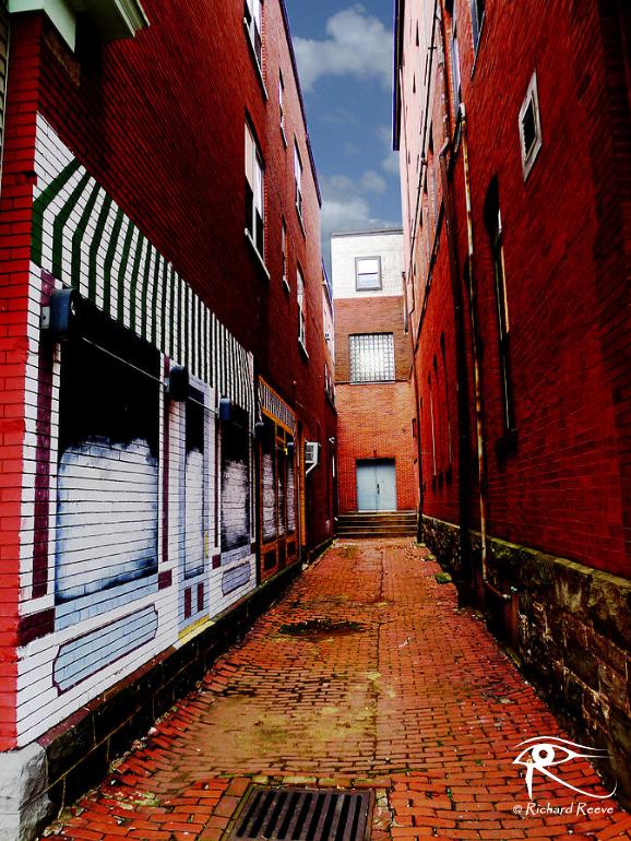 170117_r2bcheerful8-Alley.jpg